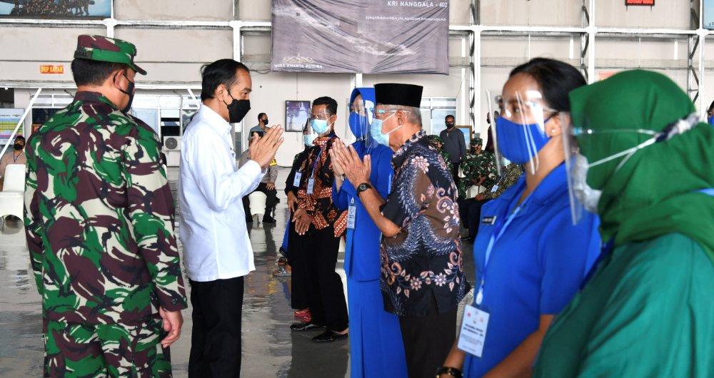 Presiden Indonesia bertemu dengan keluarga awak kapal selam yang tenggelam