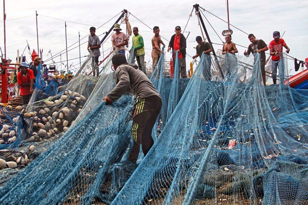 Kekhawatiran tentang kemampuan Indonesia untuk membayar utang karena ekonomi goyah