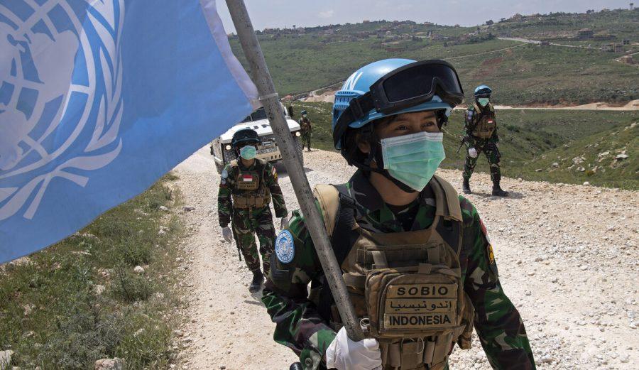 Pemeliharaan perdamaian dan hubungan sipil-militer Indonesia: pedang bermata dua