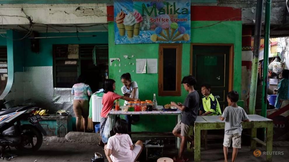 Indonesia, episentrum wabah COVID-19 di Asia, sedang mempertimbangkan untuk melonggarkan pembatasan
