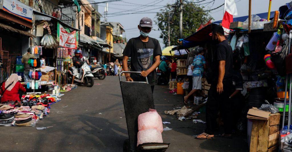 Indonesia, episentrum wabah virus corona di Asia, memperpanjang pembatasan selama seminggu