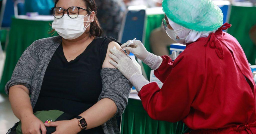 Indonesia mempertimbangkan pembatasan yang lebih luas saat krisis virus corona semakin dalam