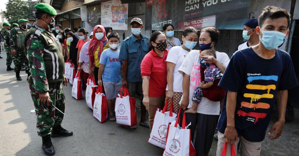 Indonesia mempertimbangkan untuk memperpanjang pembatasan pergerakan saat kasus COVID-19 meningkat