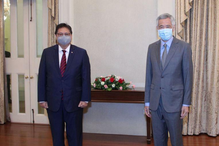 Menko Perekonomian mengundang Perdana Menteri Lee dan bertemu dengan para menteri, politik, dan berita utama S'pore .