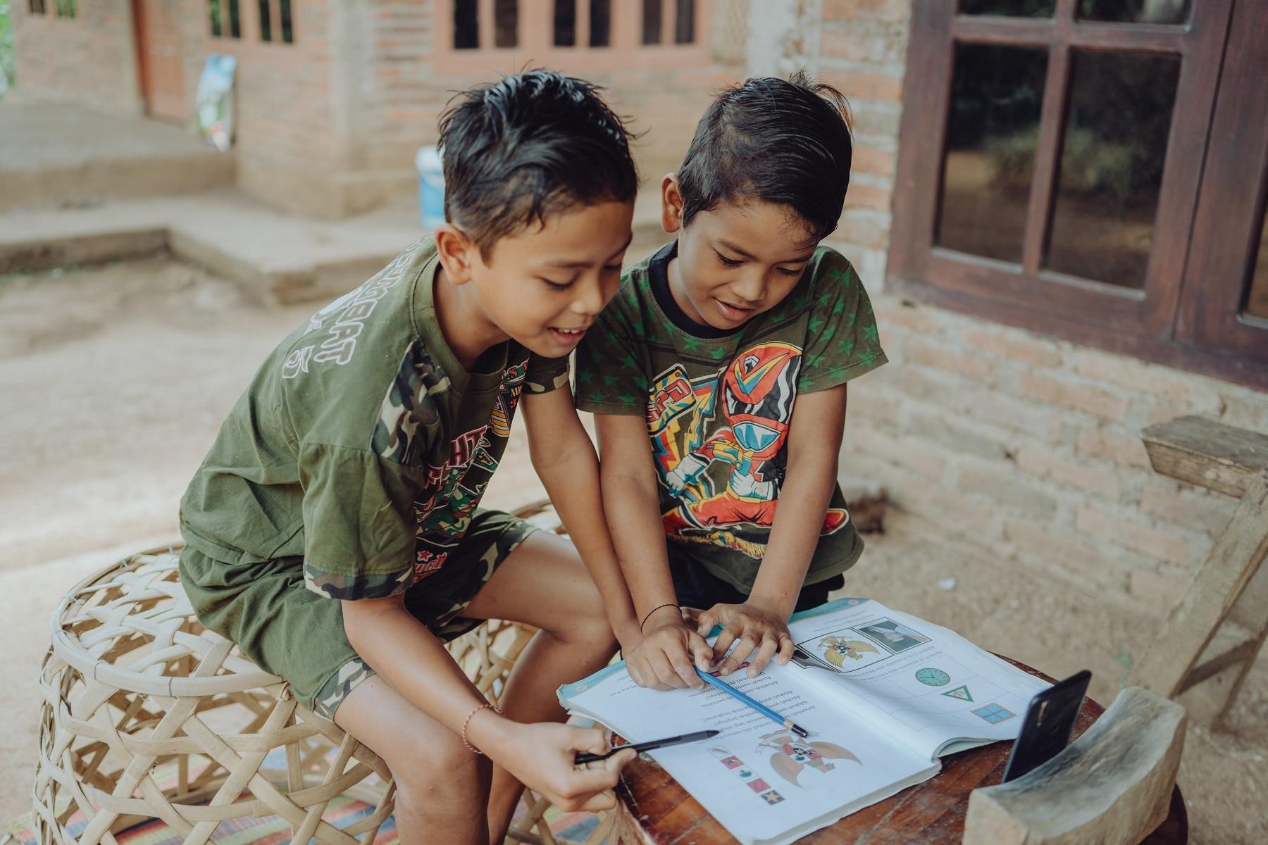 Anak-anak kelas satu dan dua di Bali tidak pernah sekolah.