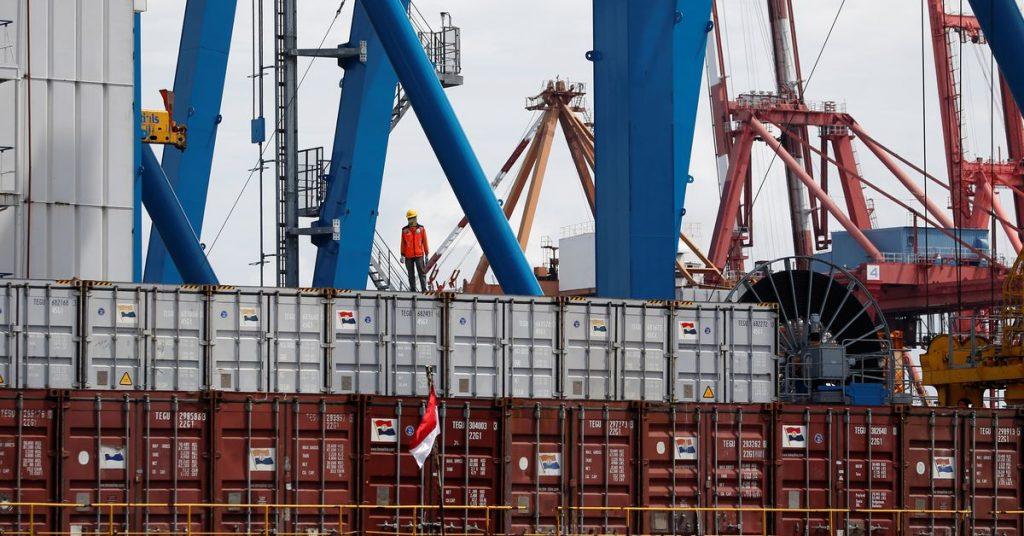 Pembatasan COVID-19 membuat surplus perdagangan Indonesia melebar di bulan Juli