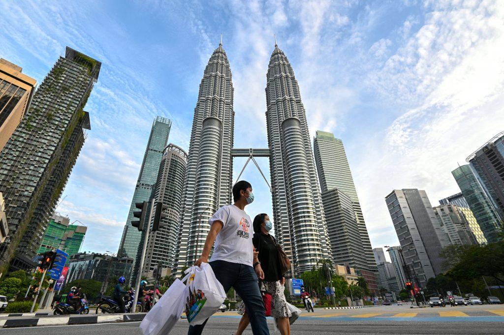 Menteri Perdagangan Malaysia: Malaysia Perlakukan Covid sebagai 'endemik' mulai akhir Oktober