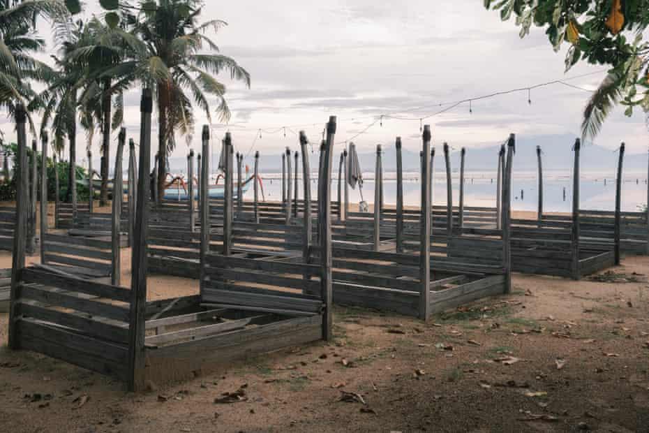 Klub pantai yang terbengkalai di Sanur.