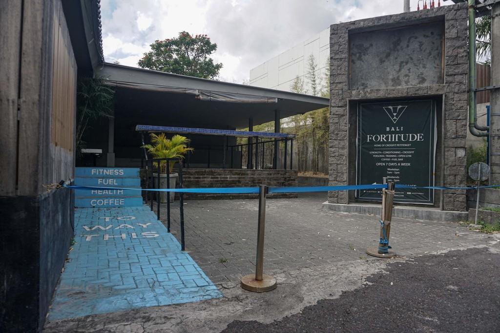 Pemandangan aktivitas wisata tertutup.  Kegiatan dan kegiatan pariwisata Bali tetap ditutup di Seminyak karena pemerintah pusat Indonesia memperluas pembatasan Kegiatan Masyarakat Darurat (PPKM) untuk mengurangi kasus Covid-19.