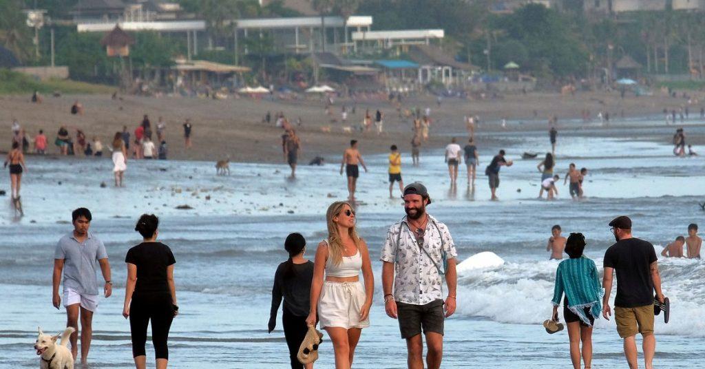 Bali Indonesia dibuka kembali untuk beberapa turis asing mulai pertengahan Oktober